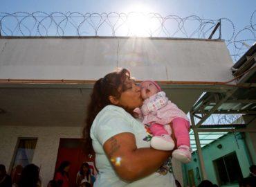 Pandemia tras las rejas: casi un año sin que madres privadas de libertad puedan ver a sus hijas e hijos